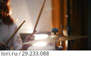 Купить «Repetition. Redhead girl plays on drums plates . slow motiom vibration. Backlights.», видеоролик № 29233088, снято 8 июля 2020 г. (c) Константин Шишкин / Фотобанк Лори