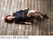 Купить «Рыжеволосая девушка лежит на полу», фото № 29233532, снято 11 октября 2018 г. (c) Момотюк Сергей / Фотобанк Лори
