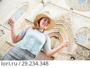 Купить «Young emotional woman in hat holding thumbs up in city center», фото № 29234348, снято 26 апреля 2018 г. (c) Яков Филимонов / Фотобанк Лори