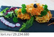Купить «Deep-fried vegetables with greens, radish, black olives», фото № 29234680, снято 23 октября 2018 г. (c) Яков Филимонов / Фотобанк Лори
