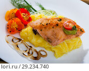 Купить «Tasty fried trout fillet with mashed potatoes, peppers, onion and greens», фото № 29234740, снято 16 октября 2018 г. (c) Яков Филимонов / Фотобанк Лори