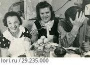 Купить «Застолье. 1960-е годы», фото № 29235000, снято 17 октября 2018 г. (c) Retro / Фотобанк Лори