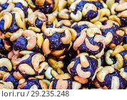 Купить «Slices of marmalade with cashew nuts. Cashews with sweets. Marmalade balls with nuts.», фото № 29235248, снято 26 марта 2019 г. (c) Леонид Еремейчук / Фотобанк Лори