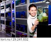 Купить «Girl looking at young fishes in aquarium», фото № 29241032, снято 17 февраля 2017 г. (c) Яков Филимонов / Фотобанк Лори
