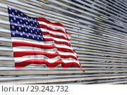 Купить «Florida, Miami Beach, flag, painted, panel, truck lorry,», фото № 29242732, снято 20 апреля 2018 г. (c) age Fotostock / Фотобанк Лори