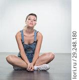 Купить «Young woman in shorts», фото № 29248180, снято 10 августа 2018 г. (c) Типляшина Евгения / Фотобанк Лори
