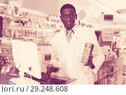 Купить «Portrait of experienced male pharmacist counseling about medicines in pharmacy», фото № 29248608, снято 2 марта 2018 г. (c) Яков Филимонов / Фотобанк Лори