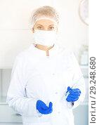 Купить «Nurse making injection», фото № 29248680, снято 20 октября 2018 г. (c) Яков Филимонов / Фотобанк Лори