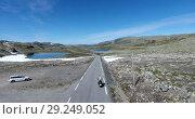 Купить «Aurlandsfjellet - панорамная дорога Fv243 в Норвегии. Высокогорная трасса со снегом в летнее время года. Поездка на мотоцикле.», видеоролик № 29249052, снято 1 октября 2018 г. (c) Кекяляйнен Андрей / Фотобанк Лори