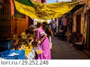 Купить «India, Varanasi, local market», фото № 29252248, снято 7 марта 2018 г. (c) age Fotostock / Фотобанк Лори