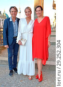 Wolfgang Bahro, Valentina Pahde, Ulrike Frank at Burda-Sommerfest... (2018 год). Редакционное фото, фотограф AEDT / WENN.com / age Fotostock / Фотобанк Лори