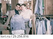 Купить «Couple is choosing jeans blouse for her», фото № 29256816, снято 12 марта 2018 г. (c) Яков Филимонов / Фотобанк Лори