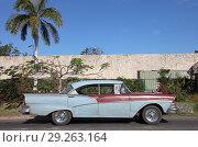 """Автомобиль """"Форд"""" на Кубе (2012 год). Редакционное фото, фотограф Целоусов Дмитрий Геннадьевич / Фотобанк Лори"""