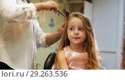 Купить «Hairdresser is curling long hair for little cute girl, using electric curling iron. Slider shot», видеоролик № 29263536, снято 19 октября 2018 г. (c) Константин Шишкин / Фотобанк Лори