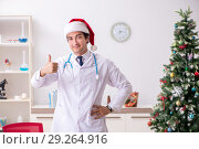 Doctor on the shift on christmas eve. Стоковое фото, фотограф Elnur / Фотобанк Лори