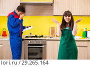 Купить «Woman with contractor at kitchen discussing repair», фото № 29265164, снято 20 июня 2018 г. (c) Elnur / Фотобанк Лори