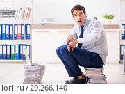 Купить «Extremely busy employee working in the office», фото № 29266140, снято 31 июля 2018 г. (c) Elnur / Фотобанк Лори