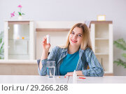 Купить «Woman taking pills to cope with pain», фото № 29266268, снято 30 марта 2018 г. (c) Elnur / Фотобанк Лори