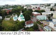 Купить «Panoramic aerial view of city center and Golden Gate in Vladimir, Russia», видеоролик № 29271156, снято 29 июня 2018 г. (c) Яков Филимонов / Фотобанк Лори