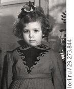 Купить «Старинный портрет трехлетней кудрявой девочки с бантом. 1958. Из личного архива», фото № 29273844, снято 21 октября 2018 г. (c) Валерия Попова / Фотобанк Лори