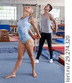 Купить «Fitness couple doing exercises in gym», фото № 29274320, снято 18 июля 2018 г. (c) Яков Филимонов / Фотобанк Лори