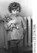 Купить «Старинный портрет кудрявой трехлетней девочки с игрушкой. 1959», фото № 29274596, снято 22 октября 2018 г. (c) Валерия Попова / Фотобанк Лори