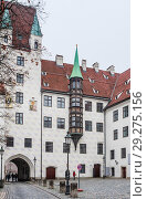Old Court in Munich, Germany. The Court is the former residence of Louis IV, Holy Roman Emperor. (2018 год). Редакционное фото, фотограф Николай Коржов / Фотобанк Лори