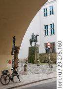 Купить «Equestrian statue of the emperor Ludwig of Bavaria (1282-1347) - the Bavarian duke and emperor of the Holy Roman Empire.Munich, Germany», фото № 29275160, снято 27 января 2018 г. (c) Николай Коржов / Фотобанк Лори