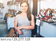 Купить «Happy brunette posing with bags in footwear shop», фото № 29277128, снято 26 сентября 2016 г. (c) Яков Филимонов / Фотобанк Лори
