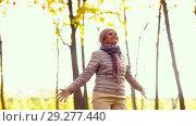 Купить «happy senior woman enjoying beautiful autumn», видеоролик № 29277440, снято 22 октября 2018 г. (c) Syda Productions / Фотобанк Лори