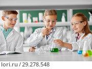 Купить «kids with test tube studying chemistry at school», фото № 29278548, снято 19 мая 2018 г. (c) Syda Productions / Фотобанк Лори