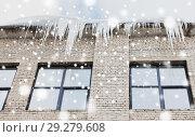 Купить «icicles on building or living house facade», фото № 29279608, снято 11 ноября 2016 г. (c) Syda Productions / Фотобанк Лори