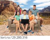 Купить «friends with laptop over grand canyon», фото № 29280316, снято 30 июня 2018 г. (c) Syda Productions / Фотобанк Лори