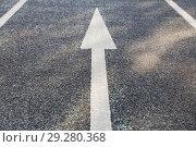 Купить «close up of arrow road surface marking on asphalt», фото № 29280368, снято 10 февраля 2018 г. (c) Syda Productions / Фотобанк Лори