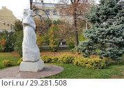 Купить «Памятник поэтессе Маргарите Агашиной в Волгограде», эксклюзивное фото № 29281508, снято 22 октября 2018 г. (c) Volgograd.travel / Фотобанк Лори