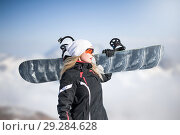 Купить «Young adult woman snowboarder holding snow board», фото № 29284628, снято 18 марта 2018 г. (c) katalinks / Фотобанк Лори