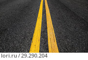 Купить «Yellow double dividing lines perspective view», фото № 29290204, снято 6 сентября 2018 г. (c) EugeneSergeev / Фотобанк Лори