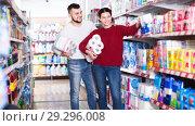 Купить «happy couple choose toilet paper in the shop», фото № 29296008, снято 14 марта 2017 г. (c) Яков Филимонов / Фотобанк Лори