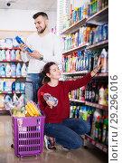 Купить «Couple choose some detergents», фото № 29296016, снято 14 марта 2017 г. (c) Яков Филимонов / Фотобанк Лори