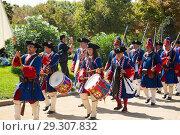 Купить «Costumed procession on National Day of Catalonia», фото № 29307832, снято 11 сентября 2018 г. (c) Яков Филимонов / Фотобанк Лори