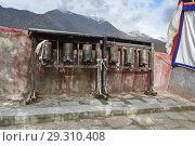Тибетские молитвенные барабаны в древнейшем монастыре Пабонка, Лхаса (2018 год). Стоковое фото, фотограф Овчинникова Ирина / Фотобанк Лори