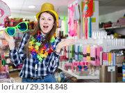 Купить «Girl joking in festive accessories shop», фото № 29314848, снято 15 марта 2018 г. (c) Яков Филимонов / Фотобанк Лори