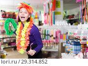 Купить «Girl joking in festive accessories shop», фото № 29314852, снято 15 марта 2018 г. (c) Яков Филимонов / Фотобанк Лори
