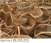 Купить «Продажа  корзин на ярмарке», фото № 29315272, снято 1 сентября 2013 г. (c) Татьяна Чепикова / Фотобанк Лори