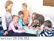 Купить «Professor and children drawing», фото № 29316352, снято 5 ноября 2016 г. (c) Яков Филимонов / Фотобанк Лори