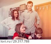 Купить «Parents lecturing their children for bad behavior at home», фото № 29317788, снято 23 декабря 2016 г. (c) Яков Филимонов / Фотобанк Лори