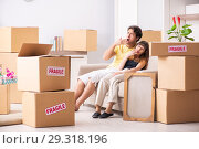 Купить «Young couple moving to new flat with fragile things», фото № 29318196, снято 5 июля 2018 г. (c) Elnur / Фотобанк Лори