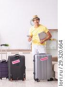 Купить «Man going on vacation with fragile suitcases», фото № 29320664, снято 4 июля 2018 г. (c) Elnur / Фотобанк Лори