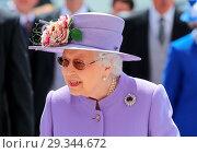 Купить «2018 Investec Derby Festival at Epsom Racecourse - Derby Day Featuring: Queen Elizabeth II Where: Epsom, United Kingdom When: 02 Jun 2018 Credit: John Rainford/WENN.», фото № 29344672, снято 2 июня 2018 г. (c) age Fotostock / Фотобанк Лори