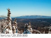 Купить «Winter landscape of the Ural mountains, view of Oslyanka mountain from the top of the Kolpaki mountain», фото № 29359800, снято 12 января 2018 г. (c) Евгений Харитонов / Фотобанк Лори